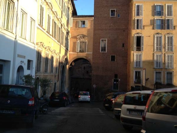 pathway into houses and buildings at the campo de'fiori rome