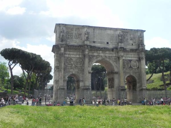 Entrance to the Piazza del Colosseo