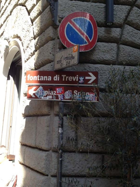 Street sign to Trevi Fountain Fontana di Trevi