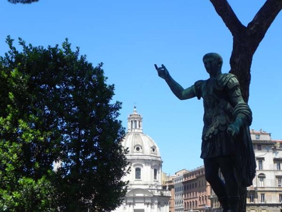 Welcome to rome statue near by piazza di Colloseu colosseum