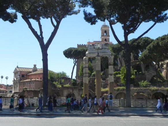 A walk back to the city of roma - Piazza del Colosseo