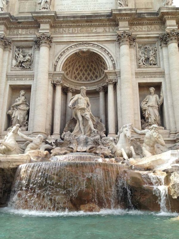 Fountain di trevi rome roma travel blog razan masri blogger fontana make a wish fountain
