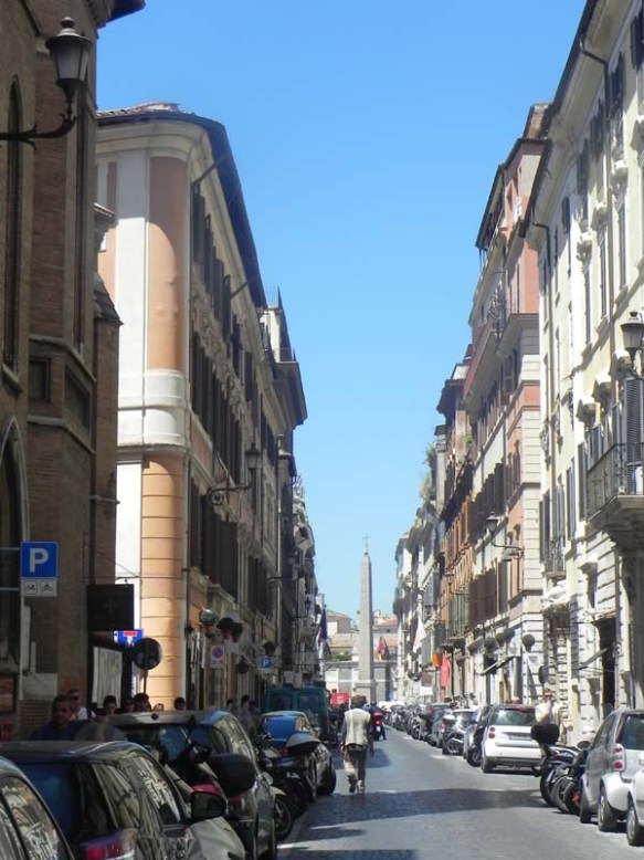 Walking towards piazza dei popolo