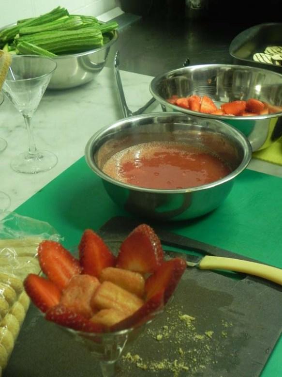 How to make strawberry tiramisu