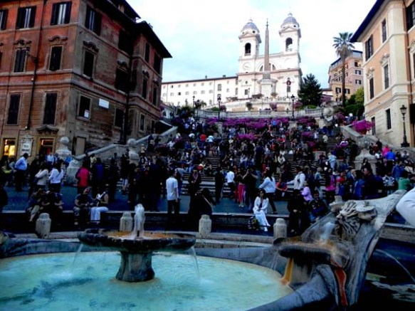 Closer look at the piazza di spagna