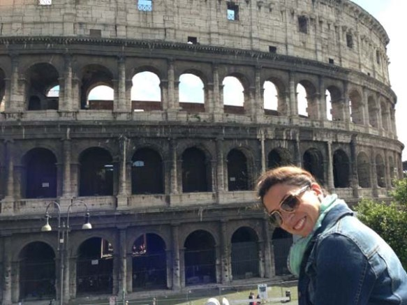 blogger razan masri tourist in rome at the Piazza del Colosseo