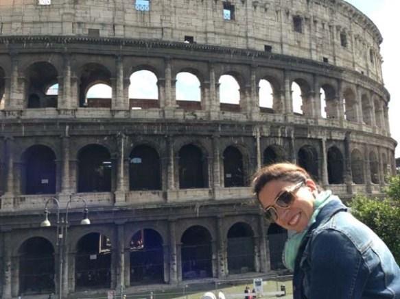 blogger razan masri tourist in rome at the Piazza del Colosseo