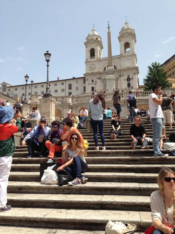 Blogger Razanmasri waiting for Natasha at the Spanish steps