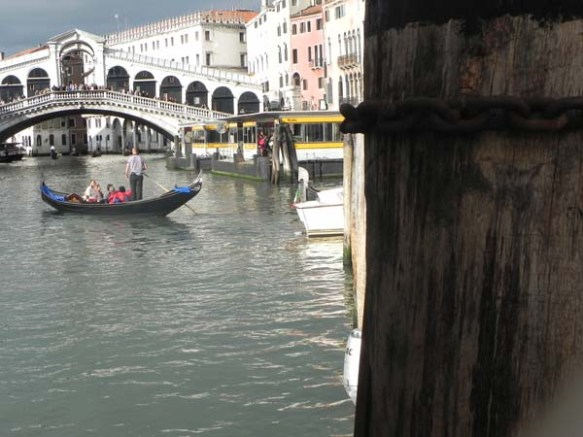 A gondola and a gondolier at the Grand Canal