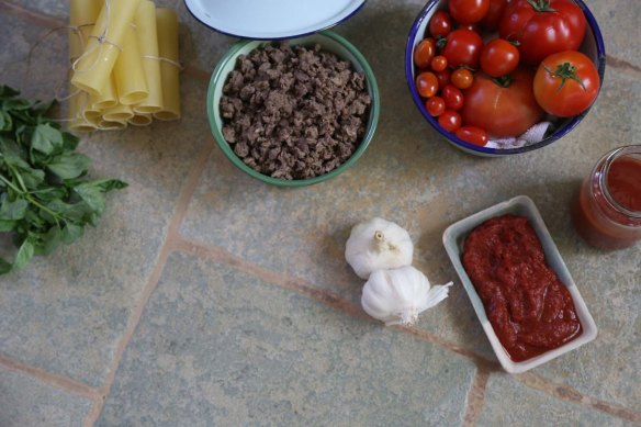 A photograph of Cannelloni pasta fresh tomato's garlic tomato paste and minced meat