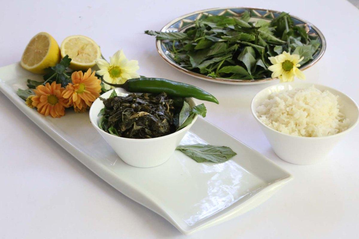 Mulukhiyah razan masri for Art cuisine stone cookware