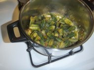 How to make Middle Eastern Okra with olive oil Bamieh bil zeit