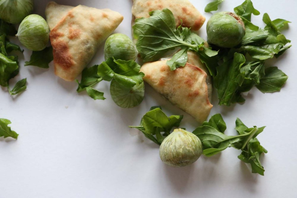 Step by Step recipe on how to make Sabanekh Triangles Pastry طريقة عمل فطائر السبانخ بالصور