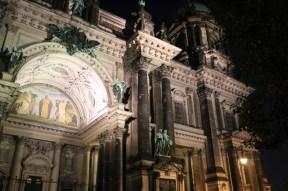 """Night view of the Berlin Dome """"Cathedral"""" in Mitte"""