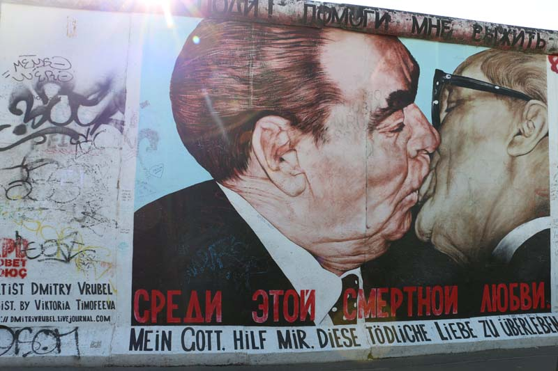 Politicians french kissing at the east side gallery