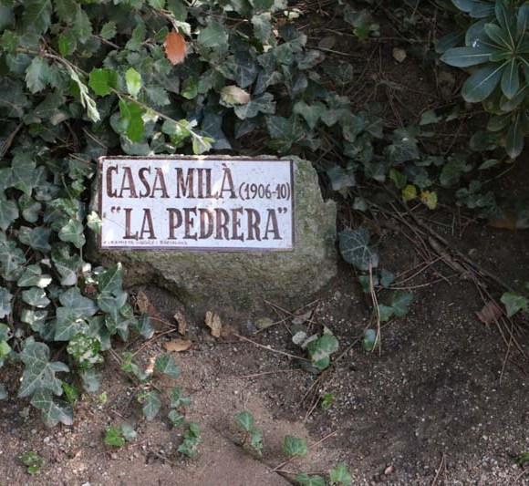 Casa Mia sign La pedrera