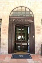 walking between the old city of Jerusalem king david hote في القدس القديمة فندق الملك ديفيد