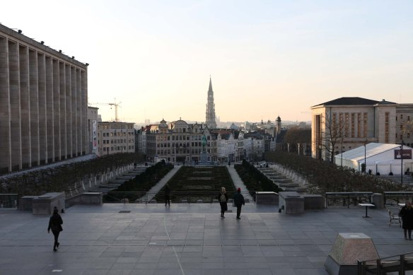 Belgium-brussels-traveling-travel-blog-architecture-Down-to-Grand-place -17