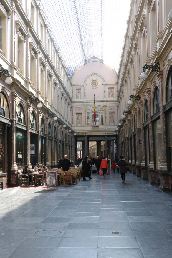 Belgium-brussels-traveling-travel-blog-architecture-Galeries-St-Hubert-2