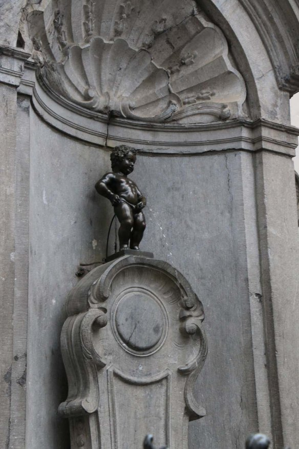 Belgium-brussels-traveling-travel-blog-architecture-Manneken-Pis-1