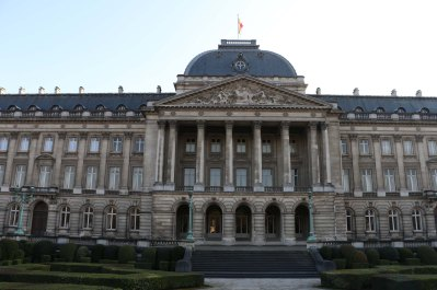 Belgium-brussels-traveling-travel-blog-architecture-Royal-Palace-Brussels-park-22