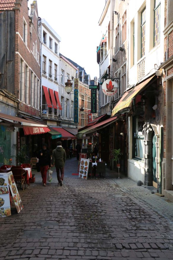 Belgium-brussels-traveling-travel-blog-architecture-Rue-de-Bouchers-1