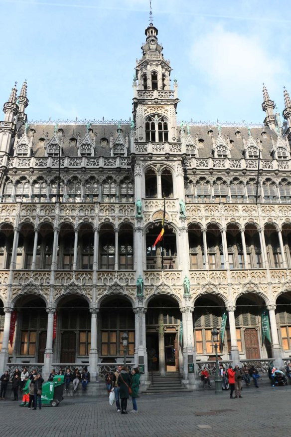 Belgium-brussels-traveling-travel-blog-architecture-Town-Hall-Grand-Place-8